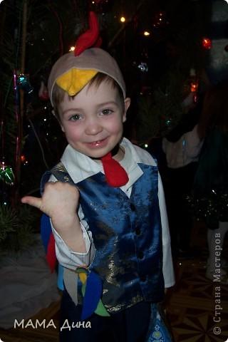 Это мой сынок Глеб, в костюме петушка. фото 2