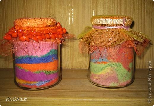Вот так декорирует баночки разноцветной солью моя замечательная коллега - учитель технологии. Данный способ меня заинтересовал и я тоже решила попробовать. фото 1