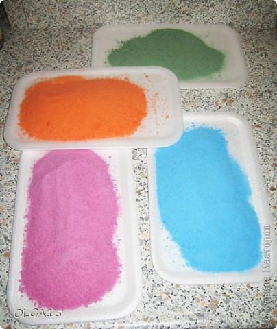 Вот так декорирует баночки разноцветной солью моя замечательная коллега - учитель технологии. Данный способ меня заинтересовал и я тоже решила попробовать. фото 10