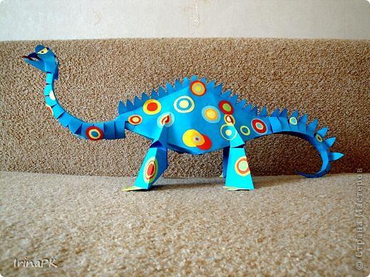 Динозавр готов.  Его можно сделать меньше, если делать из ½ листа, и.