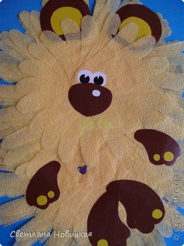 Кто по елкам ловко скачет И взлетает на дубы? Кто в дупле орехи прячет, Сушит на зиму грибы? Конечно, это белочка. Рыжая, ловкая, быстрая, да к тому же хорошая хозяюшка - и запасы на зиму делает, и домик на дереве свой - дупло, в чистоте содержит... фото 3