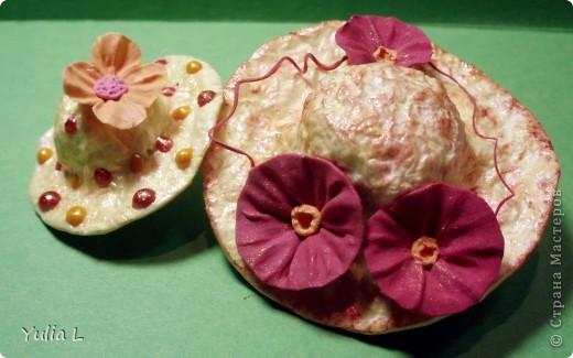 """Этот МК посвящен созданию небольших бумажных шляпок (или колокольчиков, если перевернуть) из салфеток или бумаги. В зависимости от способа формирования шляпы, будет отличаться фактура поверхности - на фото 1 и 2 эти отличия заметны.  Поверхность """"в клеточку"""". фото 2"""