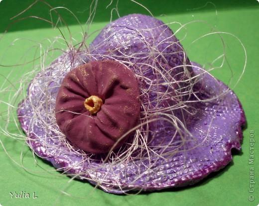 """Этот МК посвящен созданию небольших бумажных шляпок (или колокольчиков, если перевернуть) из салфеток или бумаги. В зависимости от способа формирования шляпы, будет отличаться фактура поверхности - на фото 1 и 2 эти отличия заметны.  Поверхность """"в клеточку"""". фото 1"""