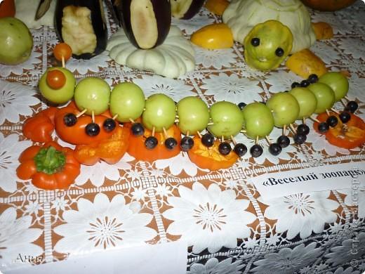 """Наша детсадиковская  коллективная работа на августовскую конференцию(была выставка на тему: """"Композиции из овощей"""").Высоко оценили наши работы местное жюри, теперь оценить вам...... фото 7"""