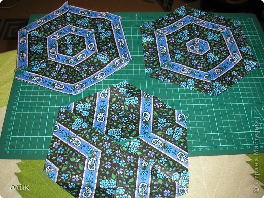 """Показываю для вас милые дамы м.к. как сшить разные прихватки из одной и той же ткани ткани методом лоскутного шитья """"калейдоскоп""""(прихватки получаются с разным орнаментом, но в одной цветовой гамме). фото 9"""
