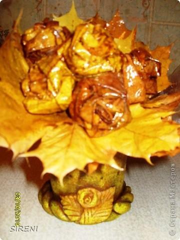 """Изначально задумался букет из кленовых листьев, а как его нести и чтобы он красиво стоял на столе-придуман горшочек """"на скорую руку"""" фото 1"""