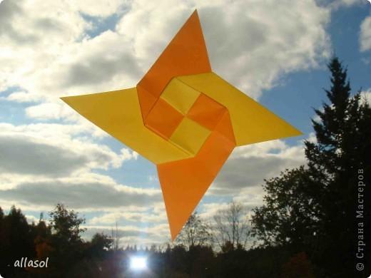 """На кружке с делающими первые шаги в оригами, изучали базовую форму """"треугольник"""". Тренировались на самых простых моделях. Но потом порадовали себя звездочкой. фото 1"""
