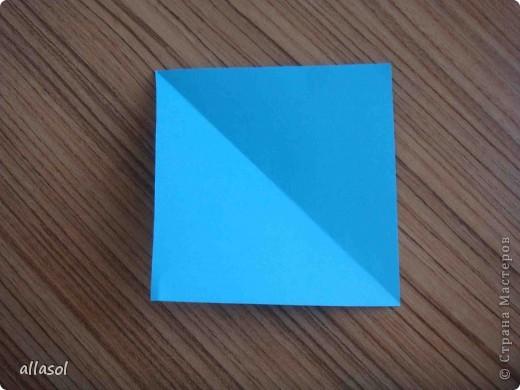 """На кружке с делающими первые шаги в оригами, изучали базовую форму """"треугольник"""". Тренировались на самых простых моделях. Но потом порадовали себя звездочкой. фото 2"""