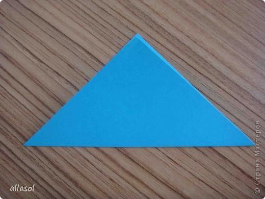 """На кружке с делающими первые шаги в оригами, изучали базовую форму """"треугольник"""". Тренировались на самых простых моделях. Но потом порадовали себя звездочкой. фото 3"""