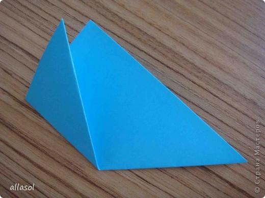 """На кружке с делающими первые шаги в оригами, изучали базовую форму """"треугольник"""". Тренировались на самых простых моделях. Но потом порадовали себя звездочкой. фото 4"""
