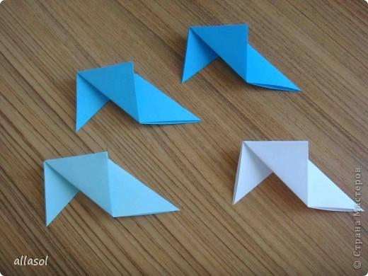 """На кружке с делающими первые шаги в оригами, изучали базовую форму """"треугольник"""". Тренировались на самых простых моделях. Но потом порадовали себя звездочкой. фото 8"""