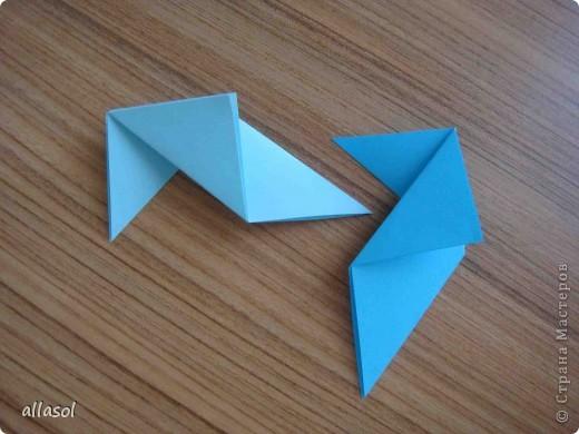 """На кружке с делающими первые шаги в оригами, изучали базовую форму """"треугольник"""". Тренировались на самых простых моделях. Но потом порадовали себя звездочкой. фото 9"""