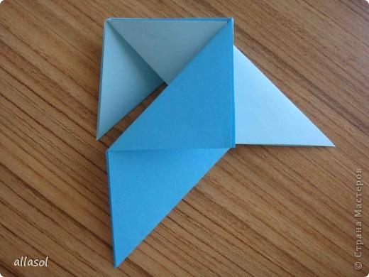 """На кружке с делающими первые шаги в оригами, изучали базовую форму """"треугольник"""". Тренировались на самых простых моделях. Но потом порадовали себя звездочкой. фото 10"""