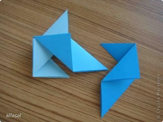 """На кружке с делающими первые шаги в оригами, изучали базовую форму """"треугольник"""". Тренировались на самых простых моделях. Но потом порадовали себя звездочкой. фото 11"""