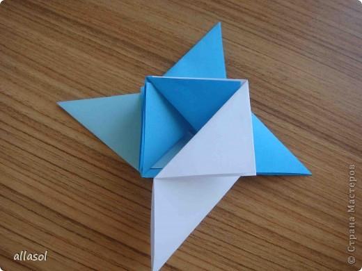 """На кружке с делающими первые шаги в оригами, изучали базовую форму """"треугольник"""". Тренировались на самых простых моделях. Но потом порадовали себя звездочкой. фото 12"""