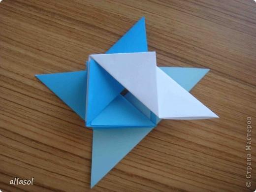 """На кружке с делающими первые шаги в оригами, изучали базовую форму """"треугольник"""". Тренировались на самых простых моделях. Но потом порадовали себя звездочкой. фото 13"""