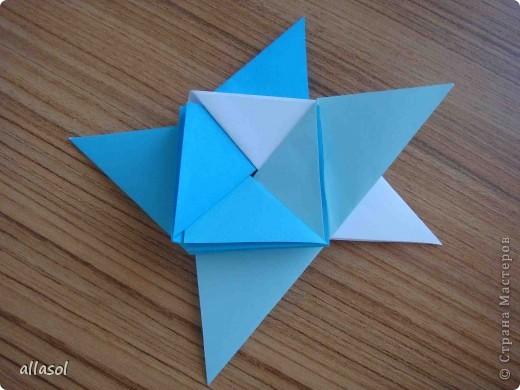 """На кружке с делающими первые шаги в оригами, изучали базовую форму """"треугольник"""". Тренировались на самых простых моделях. Но потом порадовали себя звездочкой. фото 15"""