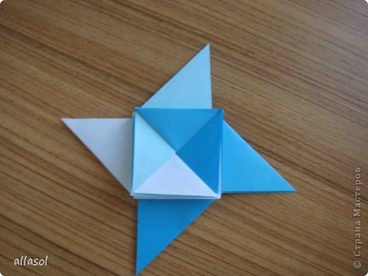 """На кружке с делающими первые шаги в оригами, изучали базовую форму """"треугольник"""". Тренировались на самых простых моделях. Но потом порадовали себя звездочкой. фото 17"""