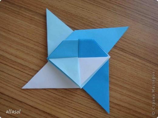 """На кружке с делающими первые шаги в оригами, изучали базовую форму """"треугольник"""". Тренировались на самых простых моделях. Но потом порадовали себя звездочкой. фото 18"""