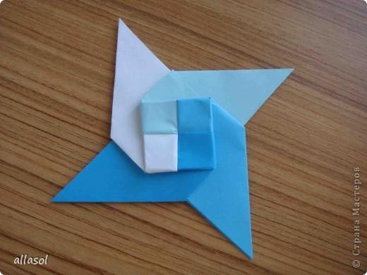 """На кружке с делающими первые шаги в оригами, изучали базовую форму """"треугольник"""". Тренировались на самых простых моделях. Но потом порадовали себя звездочкой. фото 19"""
