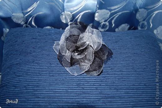 Роза сделана по этому МК  http://kuznetsova-art.narod.ru/photoalbum-8.html  У меня роза из капрона, наверно поэтому не похожа на оригинал. фото 2