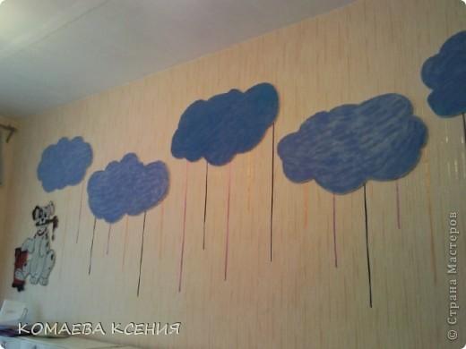 так я оформила одну из стен в раздевалке для выставки детских работ фото 3