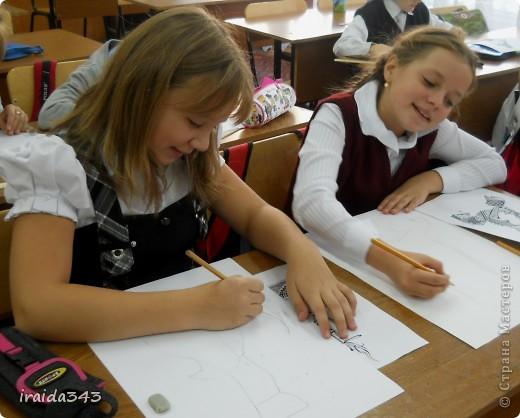 Вот и начался учебный год. Пятый класс, знакомство с выразительными возможностями графики. В этом году решила дать ребятам попробовать выполнить графические композиции. Образцы одинаковые, а результат получился разный. фото 3