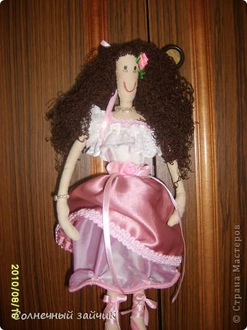 """Моя первая куколка. Смотрела на куколок Галюши с восхищением, но времени шить не было. Очень быстро сшилась. Взяла Настин белый носочек - получился верх и панталончики. А балетки раскрасила обьемными красками """"PUFFY"""". фото 2"""