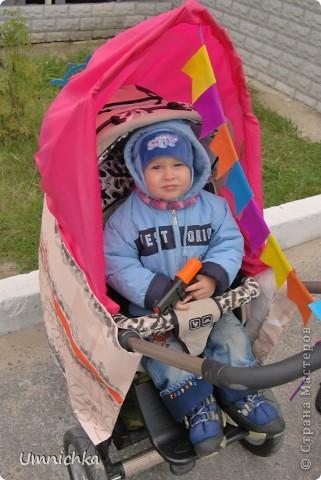 """В нашем поселке в сентябре был конкурс """"Парад колясок 2010"""", и наша семья решила в нем поучаствовать. Судите сами что из этого получилось. фото 2"""