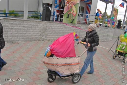 """В нашем поселке в сентябре был конкурс """"Парад колясок 2010"""", и наша семья решила в нем поучаствовать. Судите сами что из этого получилось. фото 4"""