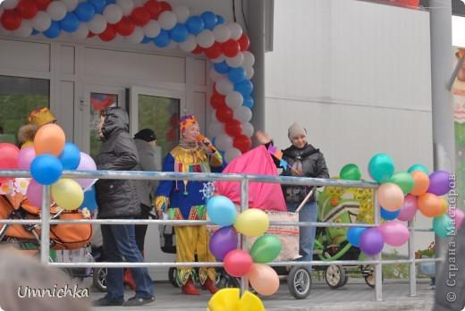 """В нашем поселке в сентябре был конкурс """"Парад колясок 2010"""", и наша семья решила в нем поучаствовать. Судите сами что из этого получилось. фото 5"""