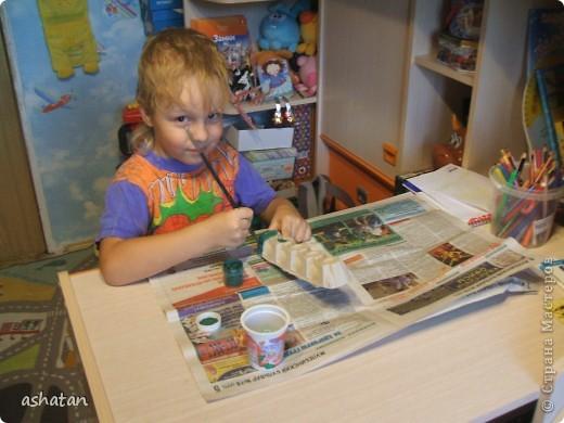 Поделки моего сыночка: Гусеничка-многоножка фото 2