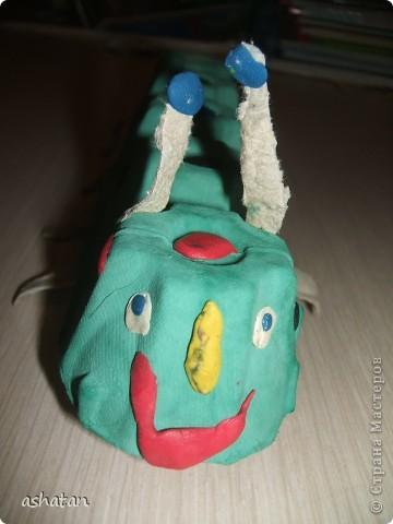 Поделки моего сыночка: Гусеничка-многоножка фото 9