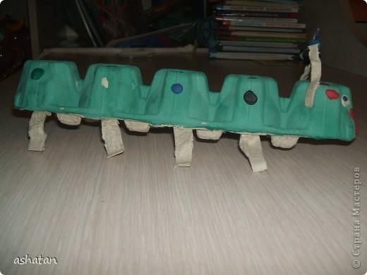 Поделки моего сыночка: Гусеничка-многоножка фото 10