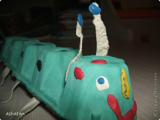 Поделки моего сыночка: Гусеничка-многоножка фото 13