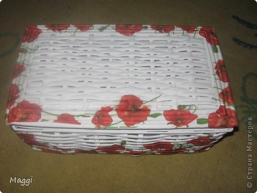 Шкатулка сплетена для моей любимой сестрички ко Дню ее рождения. Это моя вторая проба в плетении. (На этой фотографии еще не оформлена крышка ). фото 2