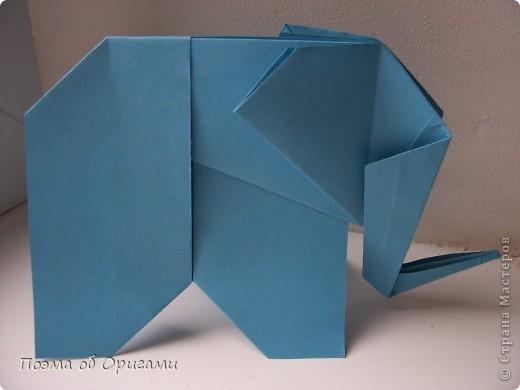 «По улицам Слона водили, как видно напоказ - Известно, что Слоны в диковинку у нас…». Несмотря на то, что басни Крылова, прочитаны еще в школе, они до сих пор вызывают улыбку. А вот оригами-слоны, уже давно не редкость даже на наших просторах. Их придумали видимо-невидимо. Но вот этот особенный. Его создал Фумиаки Кавахата из Японии. Эта модель невероятно простая, а из-за того, что складывается из двух частей, есть возможность сложить просто гигантское животное. Модель Моськи сочетает в себе элементы сразу нескольких фигурок, поэтому конкретного автора назвать сложно.    фото 16
