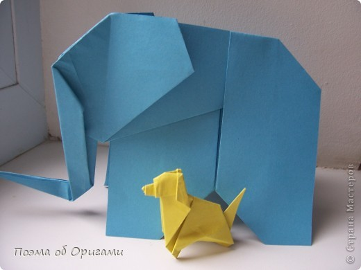 «По улицам Слона водили, как видно напоказ - Известно, что Слоны в диковинку у нас…». Несмотря на то, что басни Крылова, прочитаны еще в школе, они до сих пор вызывают улыбку. А вот оригами-слоны, уже давно не редкость даже на наших просторах. Их придумали видимо-невидимо. Но вот этот особенный. Его создал Фумиаки Кавахата из Японии. Эта модель невероятно простая, а из-за того, что складывается из двух частей, есть возможность сложить просто гигантское животное. Модель Моськи сочетает в себе элементы сразу нескольких фигурок, поэтому конкретного автора назвать сложно.    фото 1