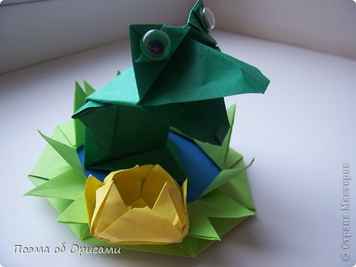 Фигурку поющего лягушонка создал Теруо Тсуджи. Изобретена она в девяностых годах прошлого века, а в 1996 году даже побывала на международной выставке в Японии. Лилия - очень давняя и известная многим, а вот болото придумала я сама специально для этой композиции. фото 1