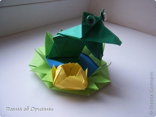 Фигурку поющего лягушонка создал Теруо Тсуджи. Изобретена она в девяностых годах прошлого века, а в 1996 году даже побывала на международной выставке в Японии. Лилия - очень давняя и известная многим, а вот болото придумала я сама специально для этой композиции. фото 49