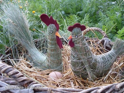Жили-были курочка и петушок... Жили - не тужили. И жизнь их деревенская щла неторопливо... фото 1