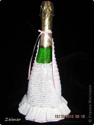 Вот такое платьеце связала для бутылки шампанского, ввязывала бисер по МК Голубки http://stranamasterov.ru/node/93646, спасибо ей огромное. фото 3
