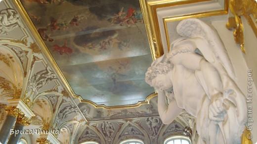 В этом фоторепортаже представлены фотографии ангелов и ангелочков, которых я встречала в Санкт-Петербурге. Очень люблю выбирать определенную тему, смотреть и сравнивать ее в разных исполнениях. Незначительные элементы декора часто могут вдохновить на значительные творческие подвиги!  фото 2