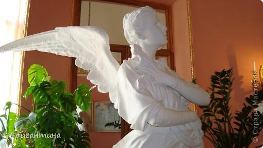 В этом фоторепортаже представлены фотографии ангелов и ангелочков, которых я встречала в Санкт-Петербурге. Очень люблю выбирать определенную тему, смотреть и сравнивать ее в разных исполнениях. Незначительные элементы декора часто могут вдохновить на значительные творческие подвиги!  фото 9