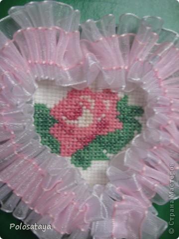 Открытка для любимой бабушке, вышивка на канве и украшение лентами. фото 2