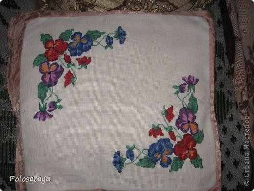Подушка вышита также в подарок бабушке, в то время когда я еще училась в школе  фото 1