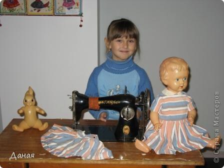 В наши дни увлечение куклами стало массовым. Свой музей куклы есть, пожалуй, во всех крупных городах. Я приглашаю вас в Магнитогорскую картинную галерею, где проходила выставка кукол, принадлежащих челябинскому коллекционеру Марине Комендандт. Выставка побывала более чем в 50 городах России и Европы. В экспозиции представлено около 300 игрушек - куклы, плюшевые звери, игрушечная утварь, развивающие игры и многое другое.  Впрочем, смотрите, и увидите все сами. фото 19