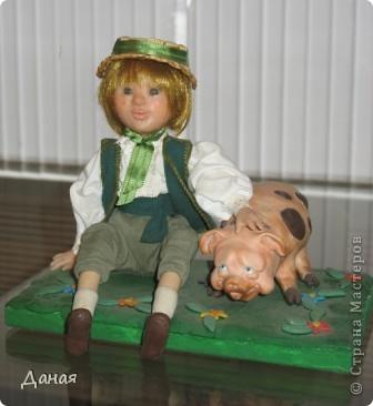 В наши дни увлечение куклами стало массовым. Свой музей куклы есть, пожалуй, во всех крупных городах. Я приглашаю вас в Магнитогорскую картинную галерею, где проходила выставка кукол, принадлежащих челябинскому коллекционеру Марине Комендандт. Выставка побывала более чем в 50 городах России и Европы. В экспозиции представлено около 300 игрушек - куклы, плюшевые звери, игрушечная утварь, развивающие игры и многое другое.  Впрочем, смотрите, и увидите все сами. фото 23