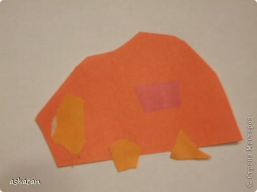 Эти работы сынишка делал сам - меня даже в комнате не было     Машинка - аппликация   Материал: цветная бумага, ножницы, клей-карандаш   Выполнено 12.12.2010г.  фото 1