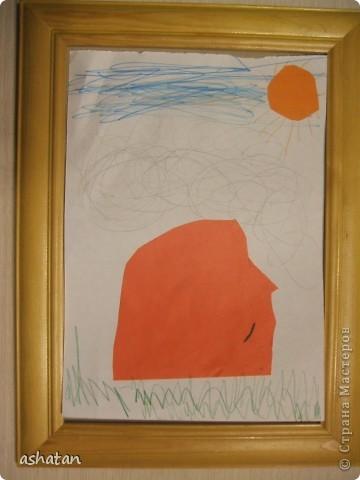 Эти работы сынишка делал сам - меня даже в комнате не было     Машинка - аппликация   Материал: цветная бумага, ножницы, клей-карандаш   Выполнено 12.12.2010г.  фото 2